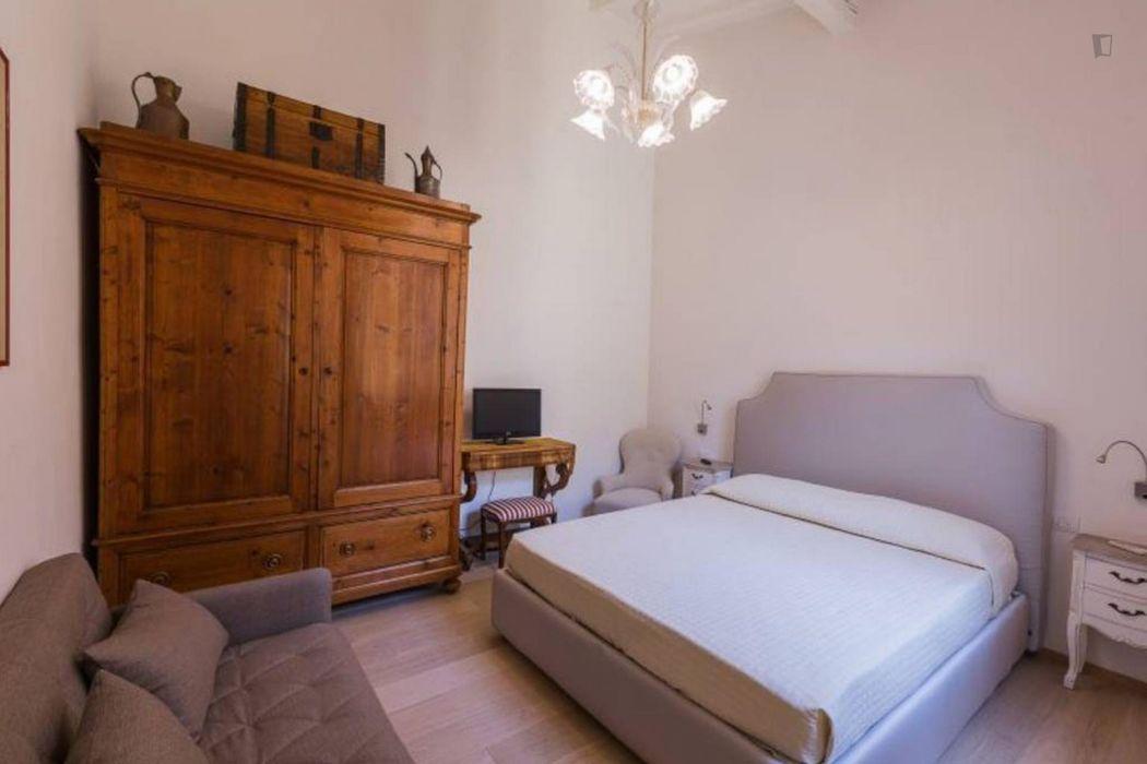 Spacious 2-bedroom apartment in Santa Croce neighbourhood