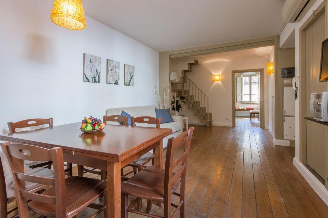 Modern 2-bedroom apartment near Loggia dei Lanzi