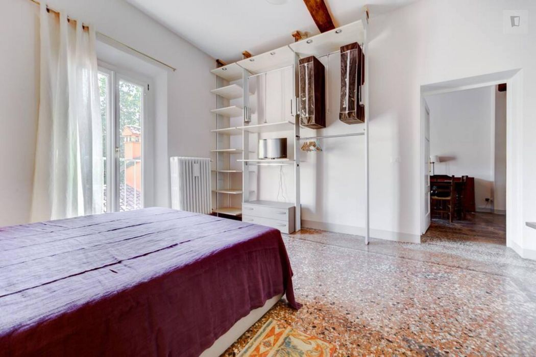 Spacious 1-bedroom apartment in Bologna city centre