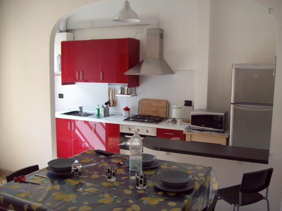 Spacious double bedroom in peaceful Ozzano dell'Emilia