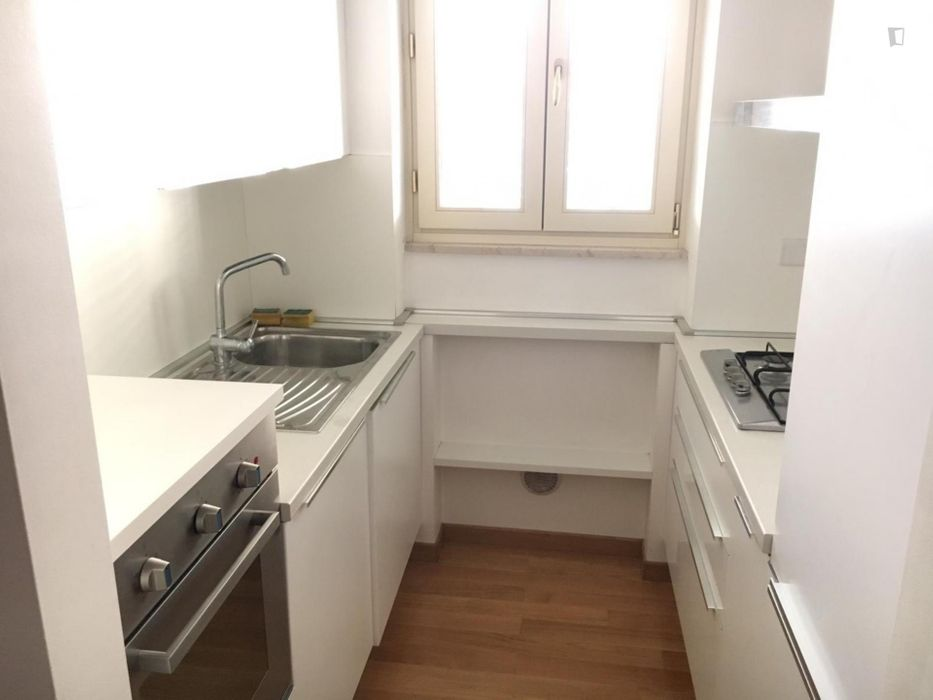 Single bedroom, with balcony, in 2-bedroom apartment