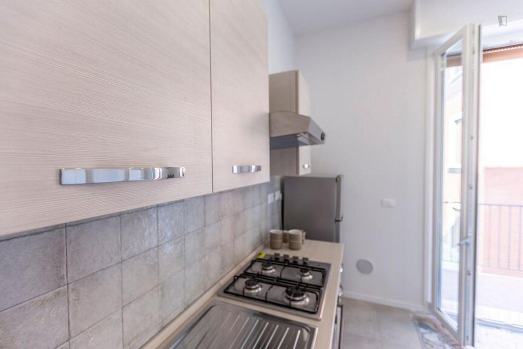 Cool single bedroom in a 4-bedroom apt in Bolognina