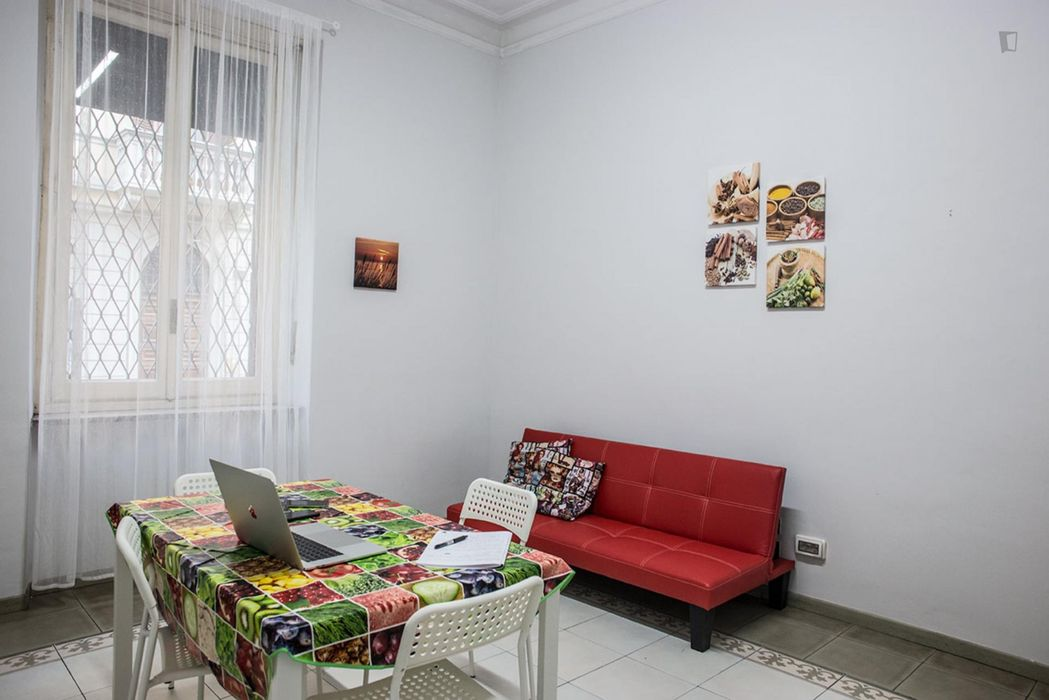 Cool double bedroom close to Re Umberto metro station