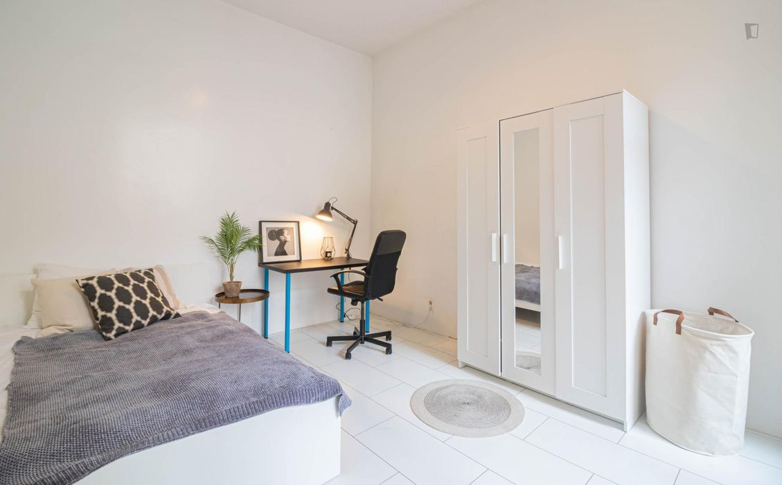 Modern double bedroom in a 3-bedroom apartment near Den Haag, Delftselaan bus stop
