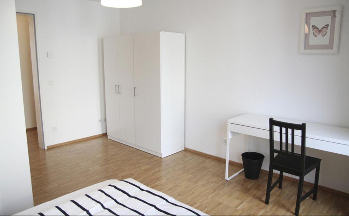 Comfy double bedroom in a 4-bedroom apartment near Technische Universität Hamburg