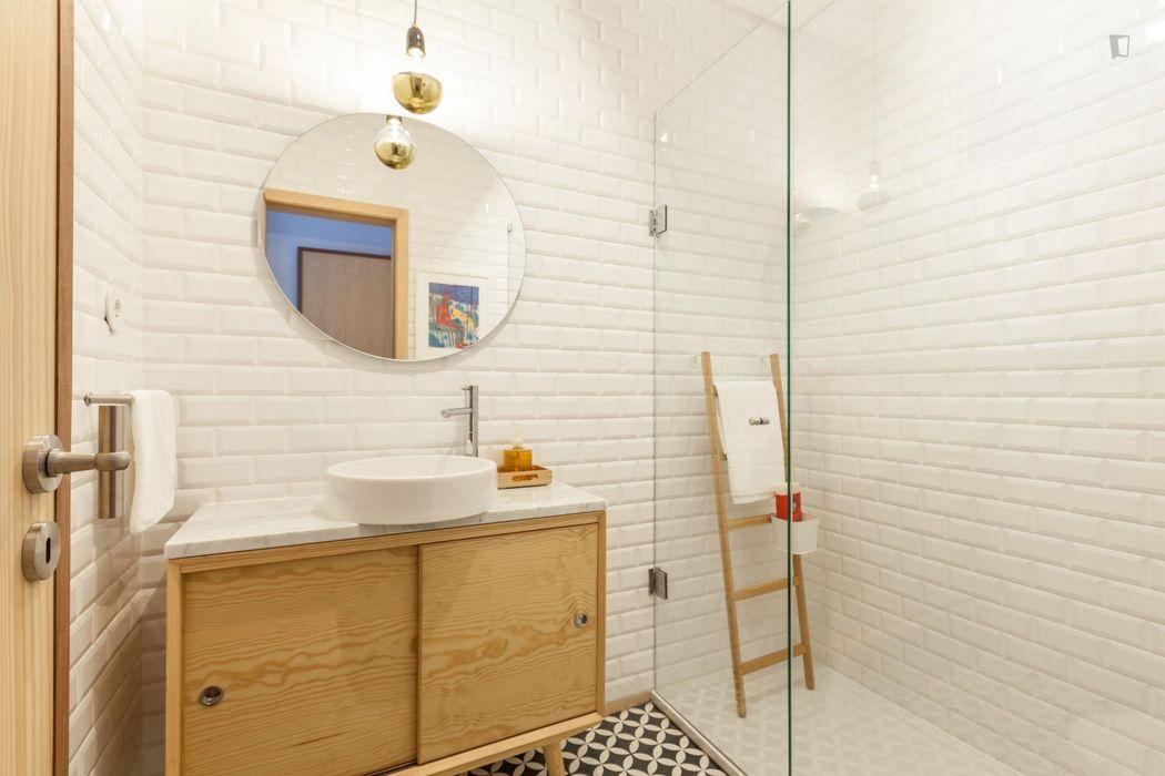 2-Bedroom apartment near Jardim do Carregal