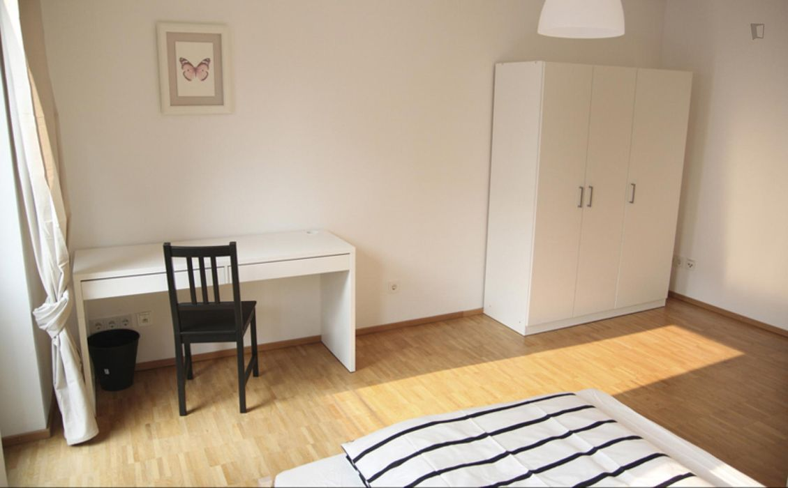 Cozy double bedroom in a 4-bedroom apartment near Harburg Rathaus train station