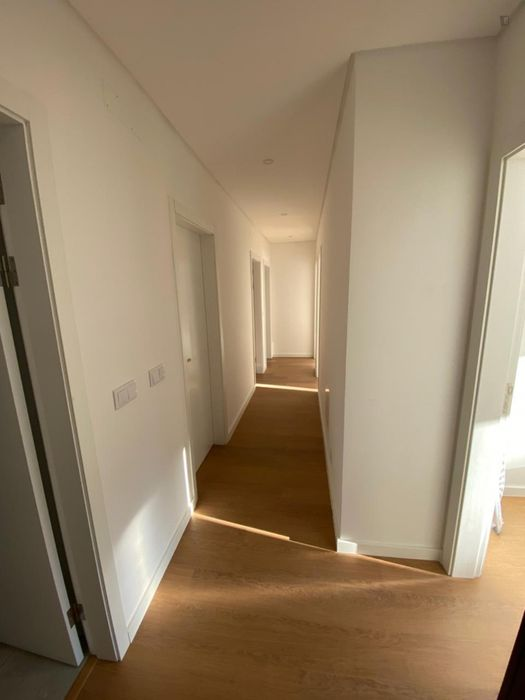 Nova SBE 7 minute walking. Single-bedroom in a 5 bedroom apartment with 2 WCs