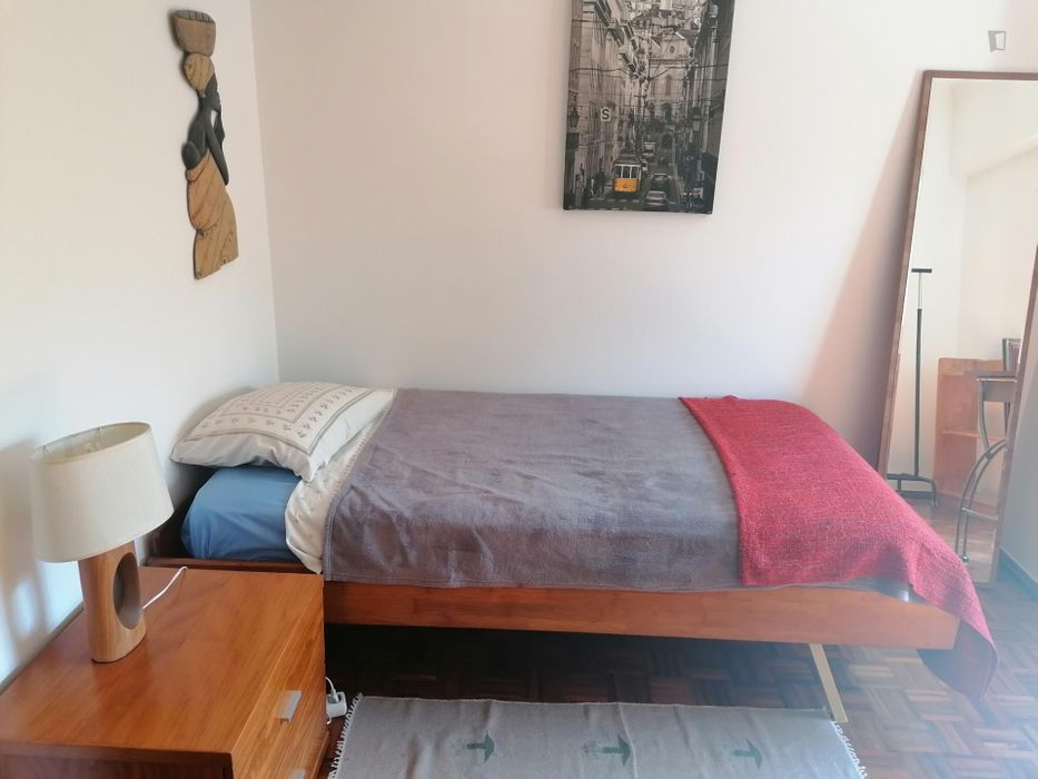 Nice single bedroom around Benfica train station
