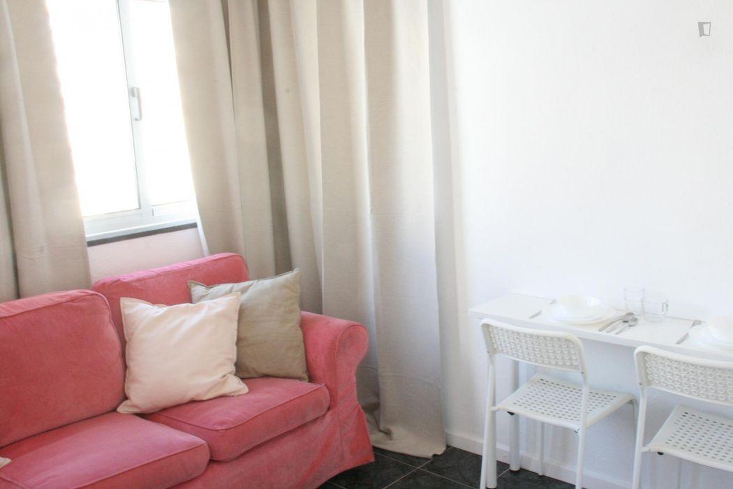 Single bedroom in a 3-bedroom apartment near Campo Grande metro station