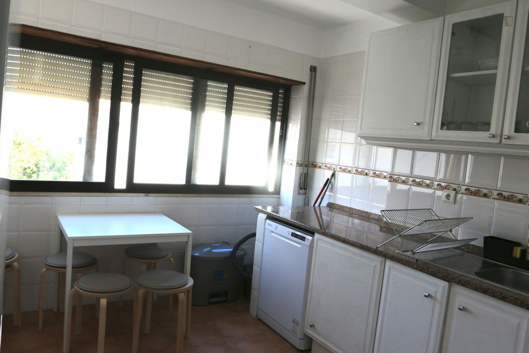 Homely single bedroom in Carcavelos