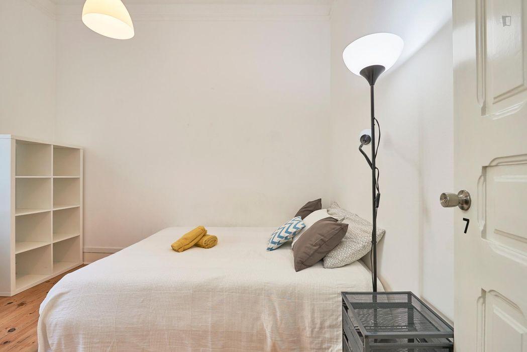 Elegant double bedroom located near Arroios metro station