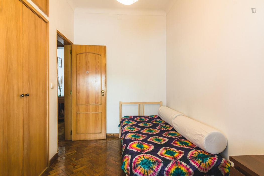 Charismatic single bedroom with a sunny view in Alvalade