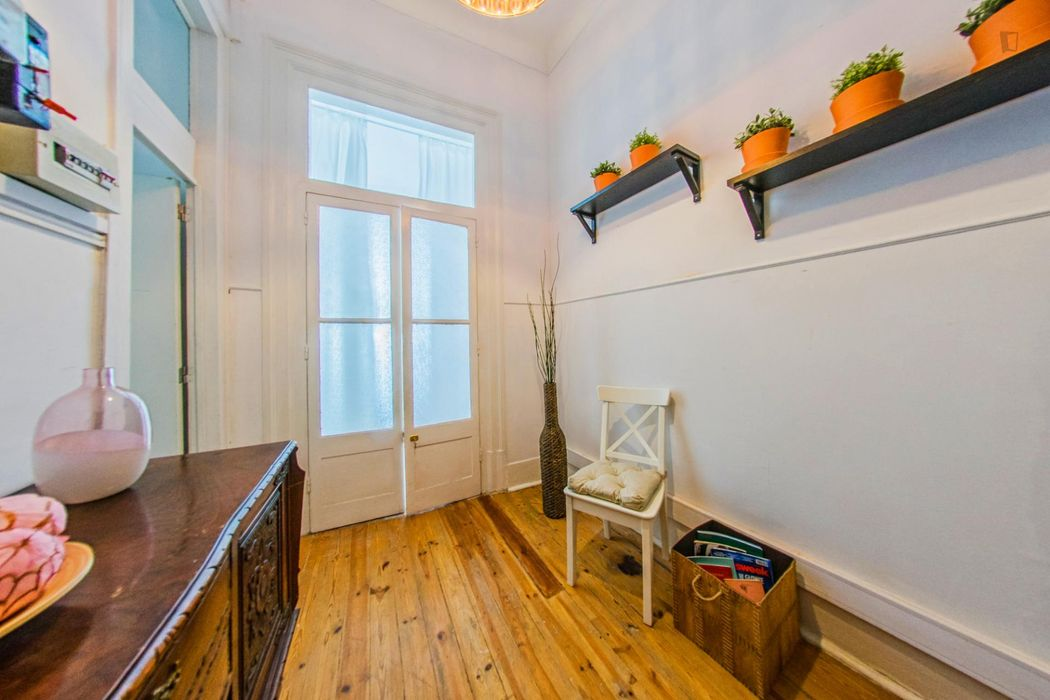 Student-friendly double bedroom in student-popular Bairro Alto
