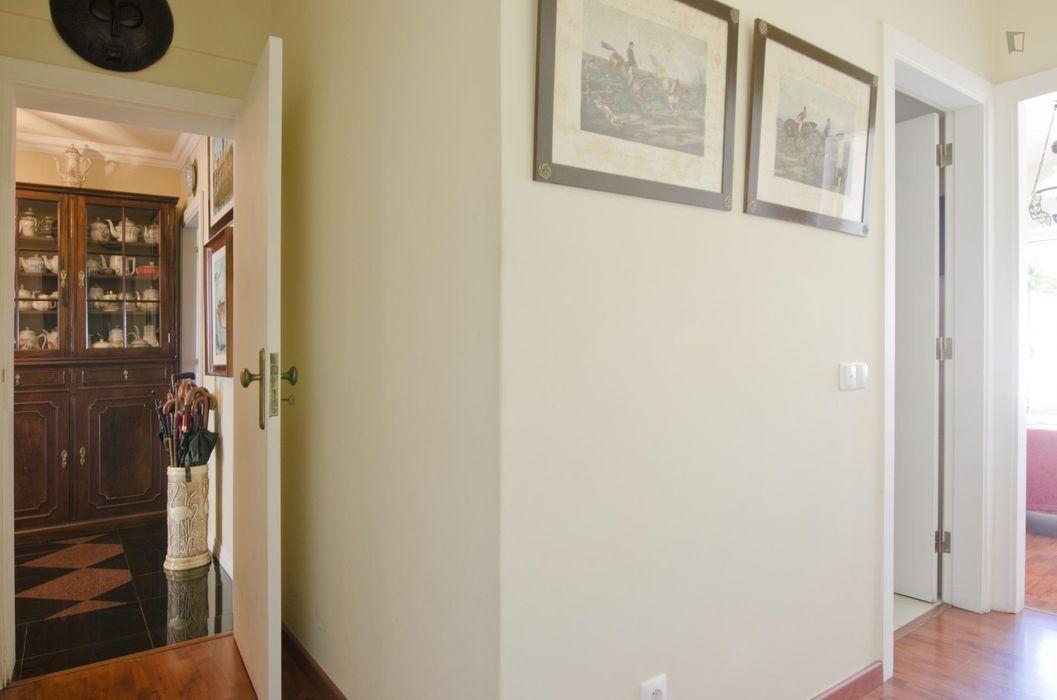 Great single bedroom in Olaias
