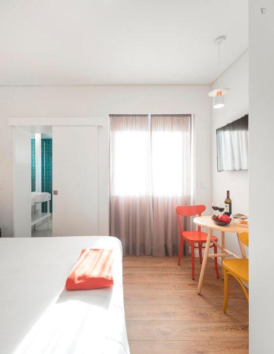 Studio near Avenida metro station