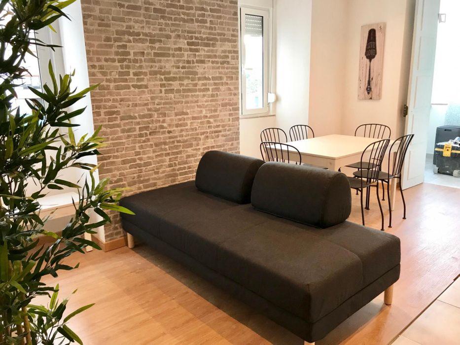 Pleasant double bedroom in Entrecampos