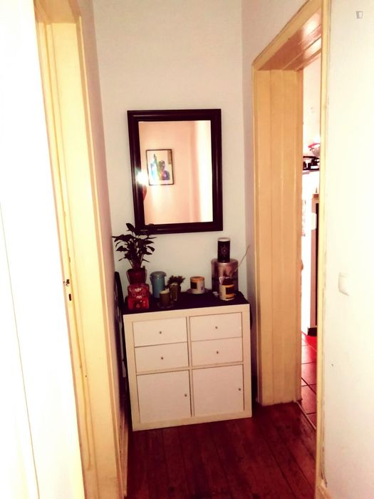 Single bedroom, in a 3-bedroom apartment located in Buraca