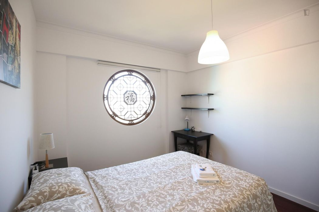 Enjoyable double bedroom, in a 6-bedroom apartment, in Olaias