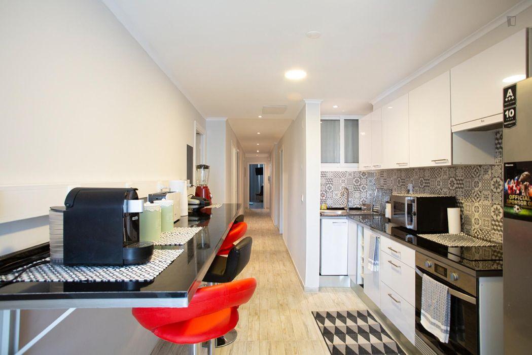 Pleasant double ensuite bedroom in Intendente