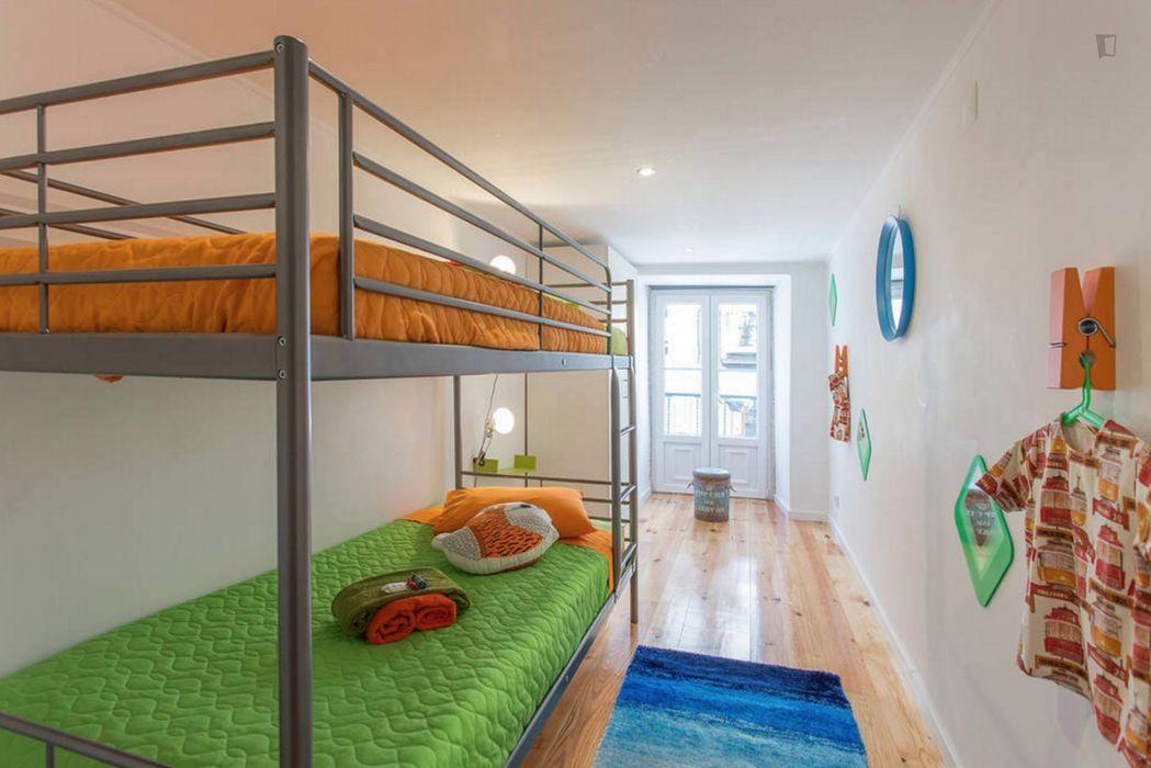 Very cool 3-bedroom flat in Bica, bordering Bairro Alto
