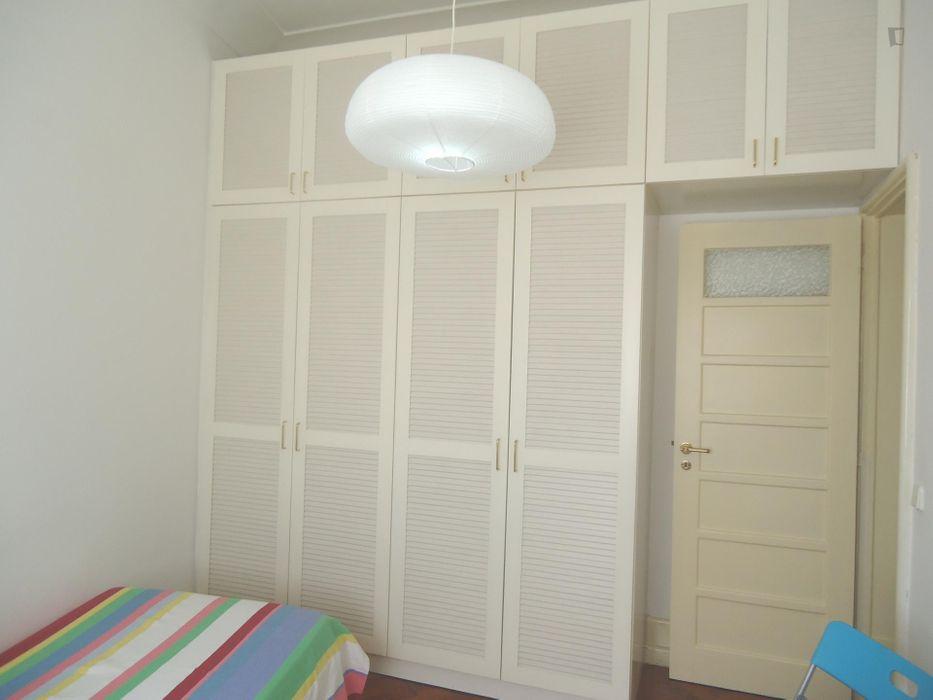 Bright single bedroom in Pena