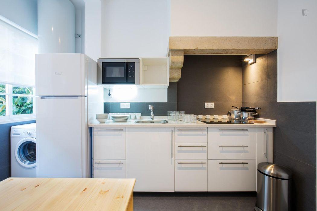 Nice 4-bedroom apartment close to Alameda