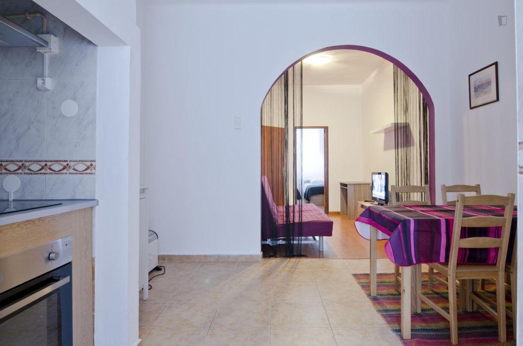 Appealing 1-bedroom flat in Alcântara, next to Instituto Superior de Agronomia
