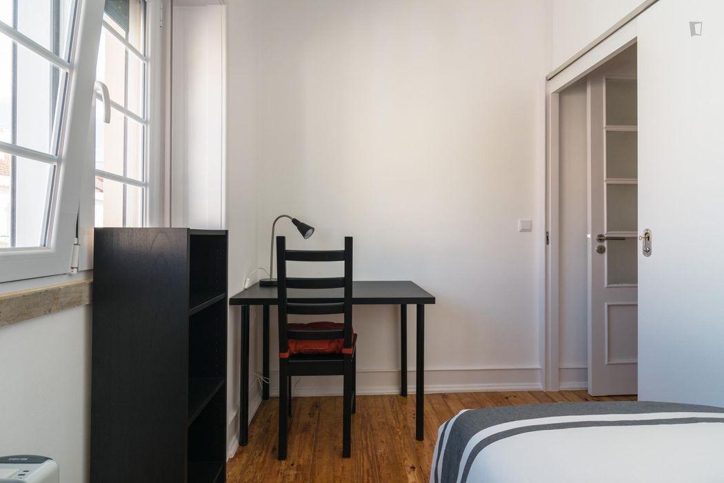 Comfortable single bedroom in popular Alameda