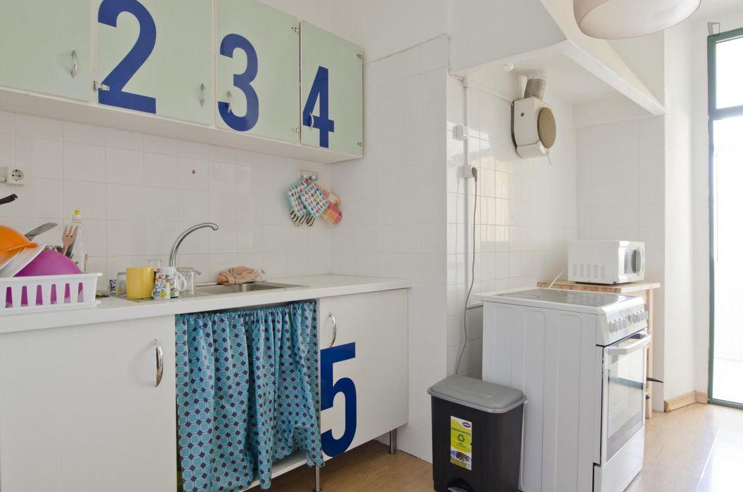 Single bedroom in a 5-bedroom flat in Anjos