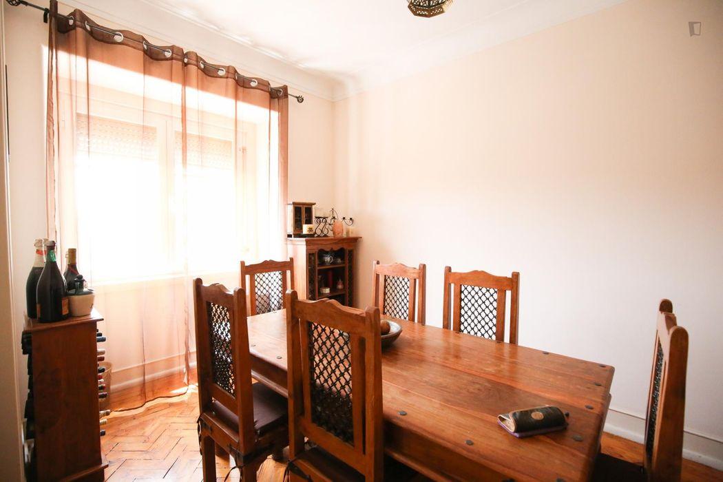 Appealing double bedroom near Areeiro metro