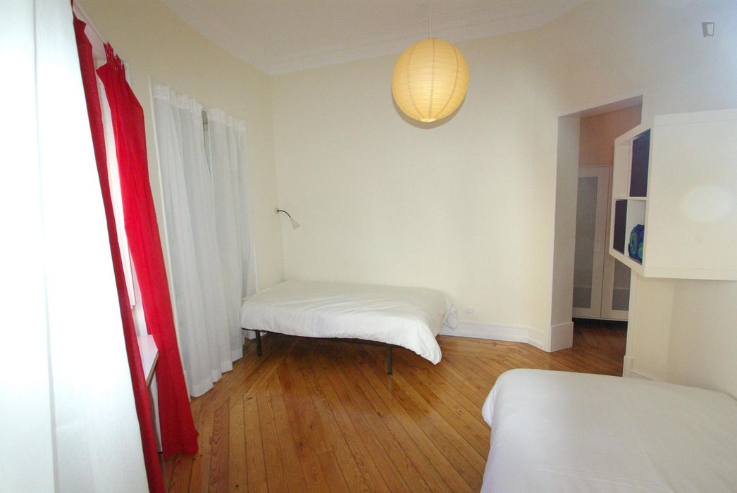 Twin bedroom close to IST
