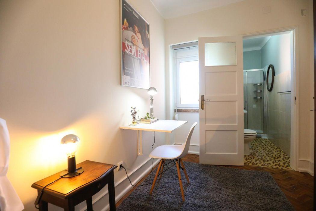 Nice single bedroom ensuite close to IST