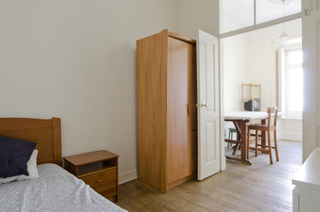 Ample single bedroom with private living room, near Marquês de Pombal