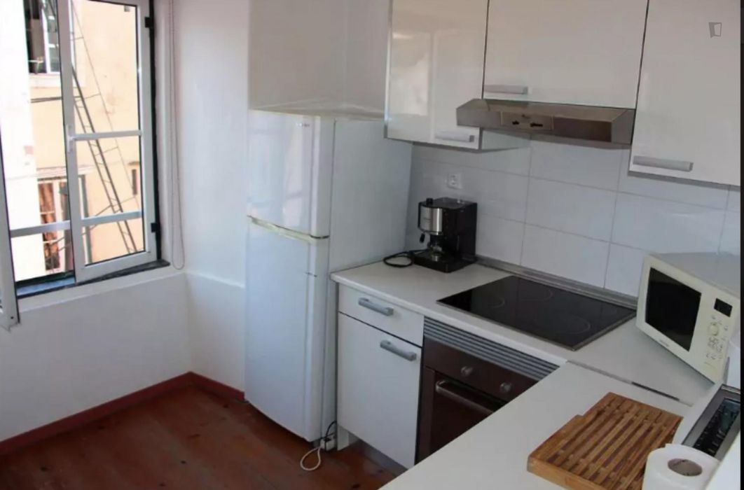 Well-located 2 bedrooms apartment in Lisbon