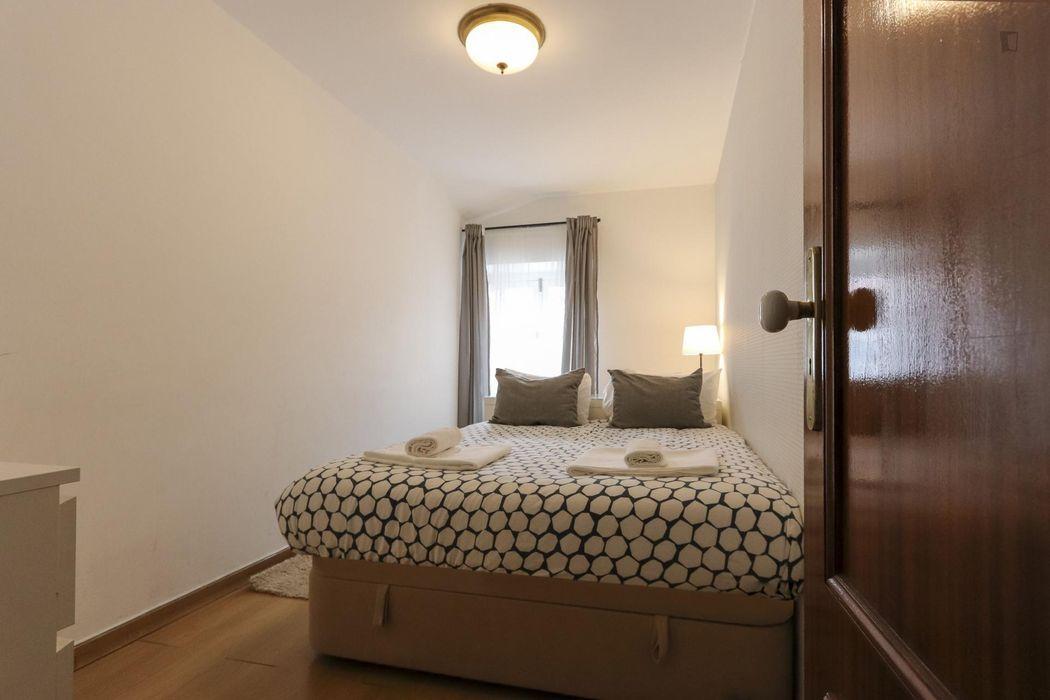 Snug double bedroom in Belém