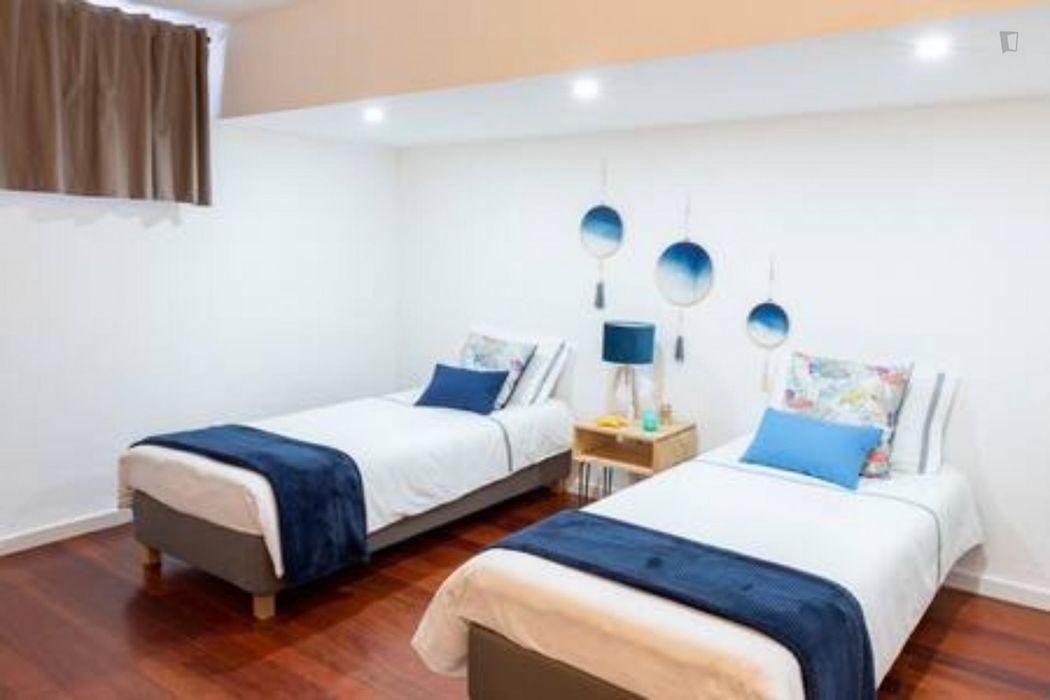 Private bedroom in 3 bedroom apartment Costa da Caparica 8 mins to beach