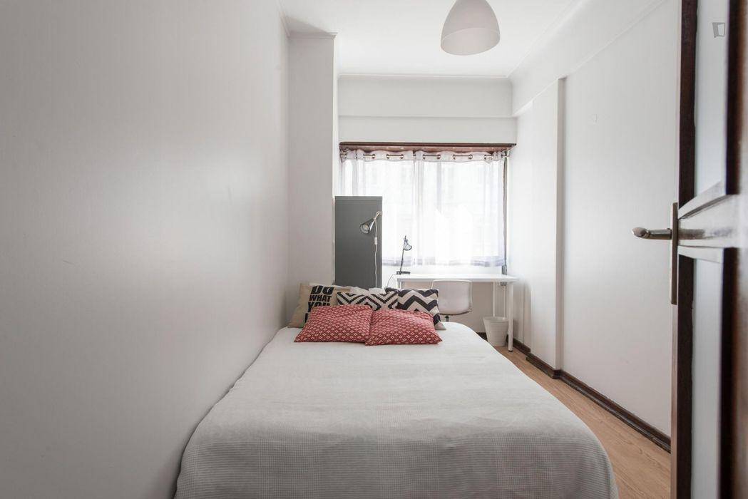 Admirable single bedroom close to Instituto Superior de Contabilidade e Administração de Lisboa