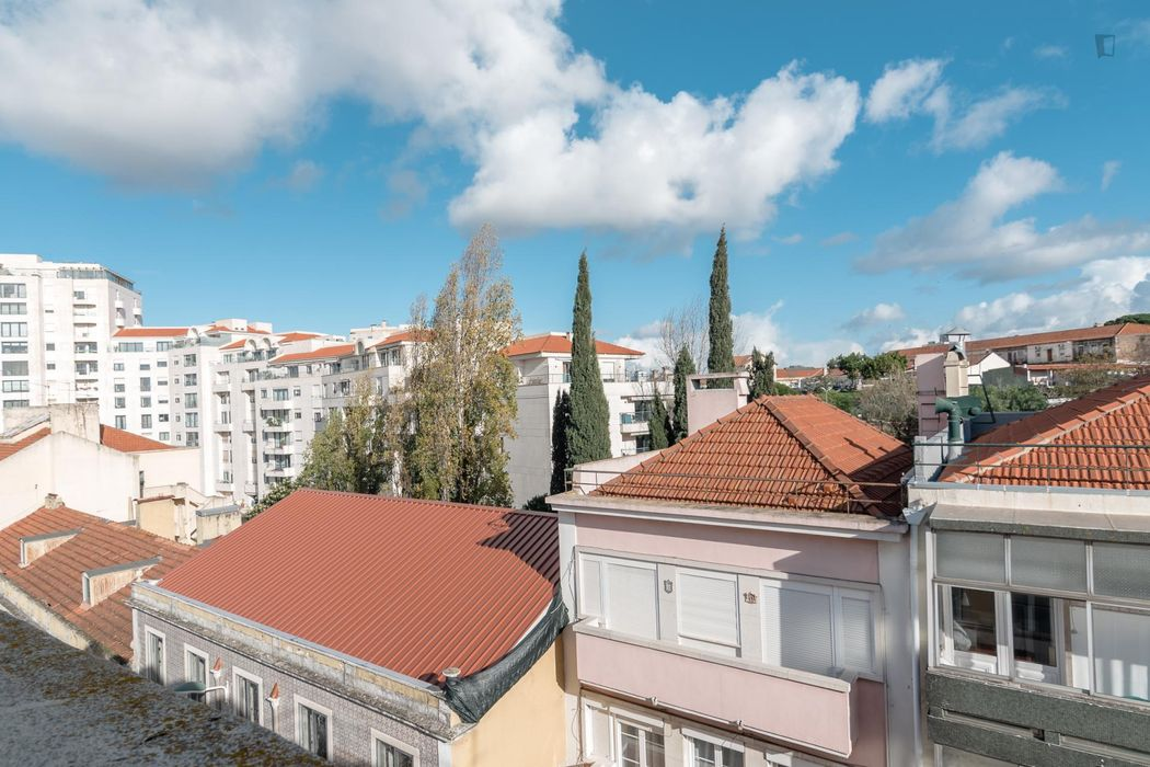 Great single bedroom close to Universidade Nova de Lisboa