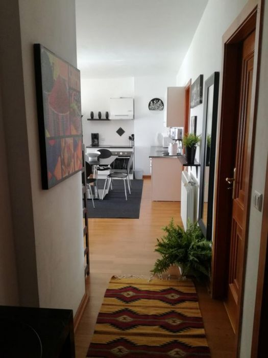 Double bedroom in a 2-bedroom apartment in Parede