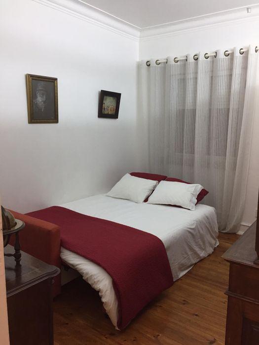 Traditional 2-bedroom apartment in Penha de França