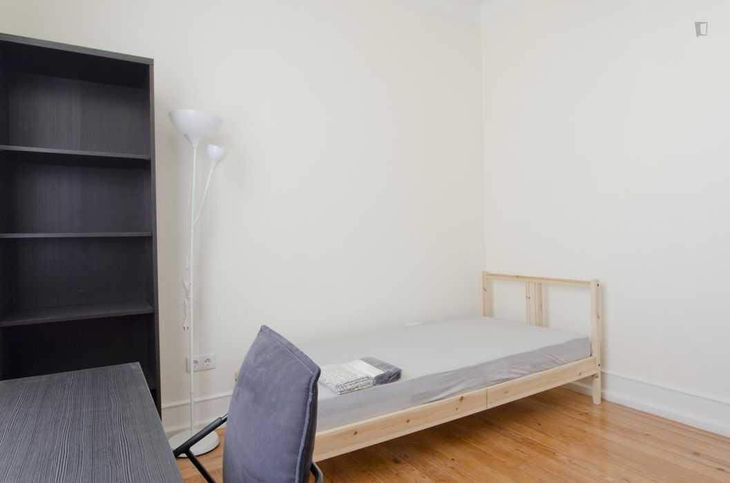 Private Bedroom with Double Bed 140 x 200cm Near IST NOVA CATOLICA UdL etc