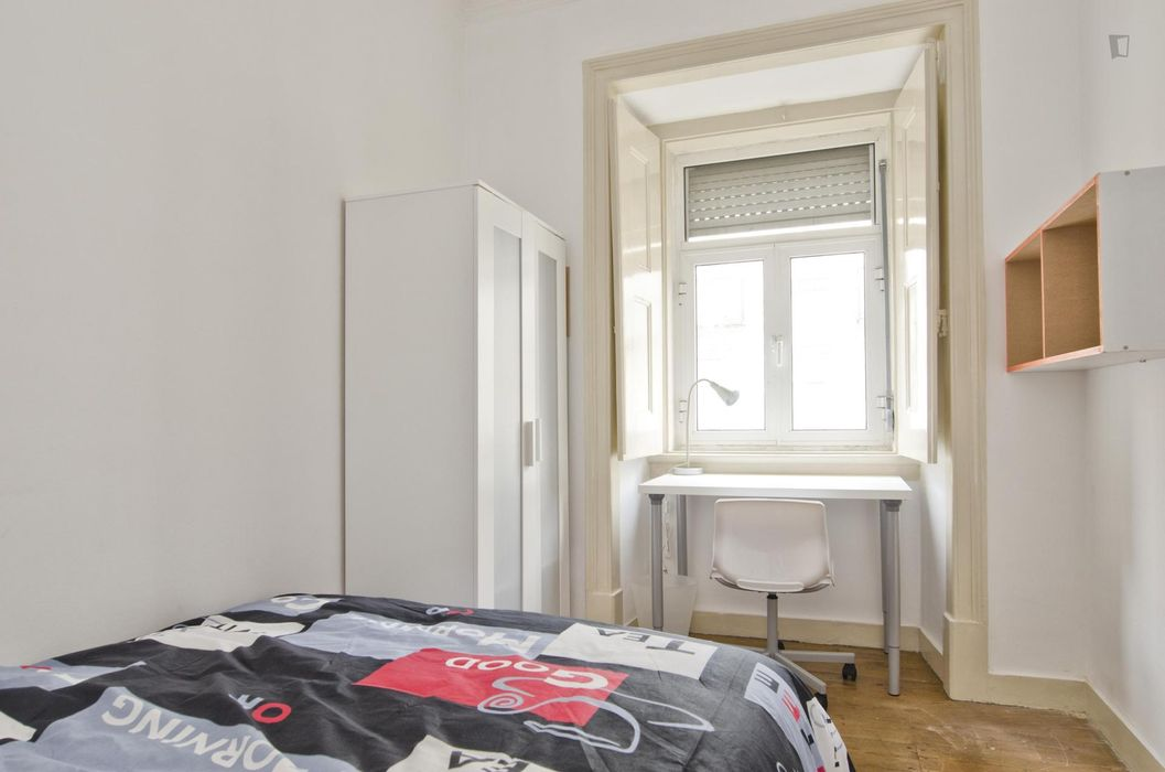 Single bedroom in 5-bedroom flat in multicultural Anjos