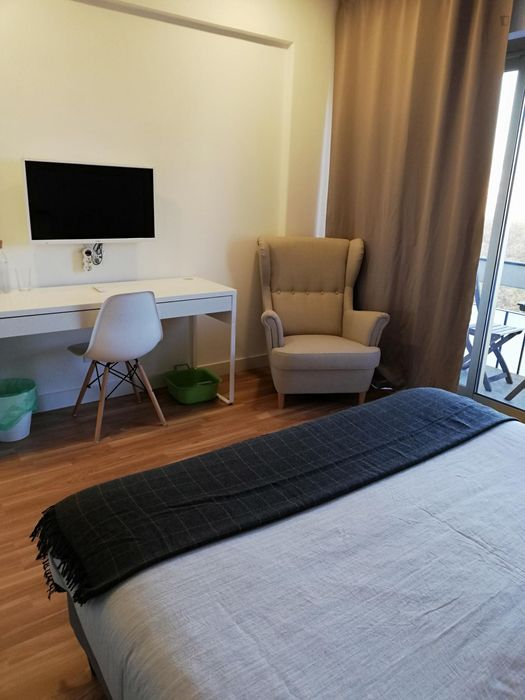Fabulous double bedroom around Campo Pequeno metro station
