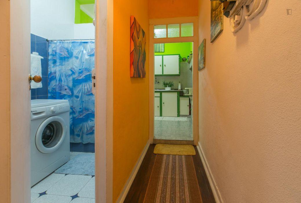 Pleasant single bedroom in vibrant Bairro Alto