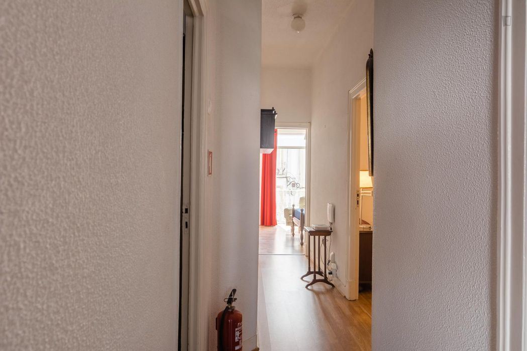 Nice double bedroom close in the heart of Lisbon