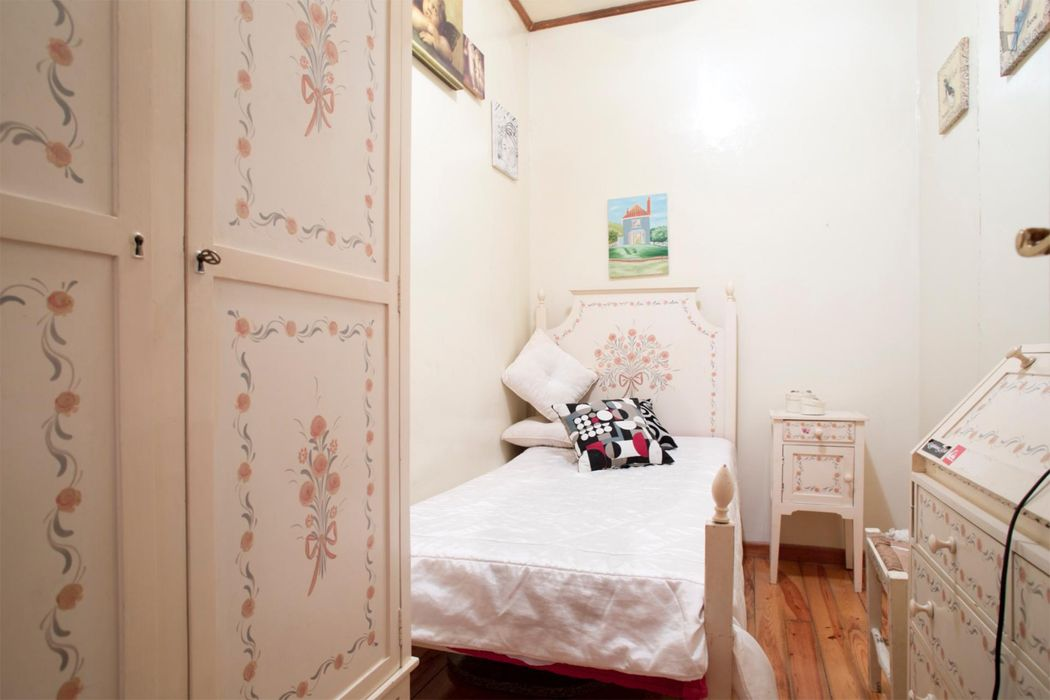 Cosy single room close to the Arroios metro