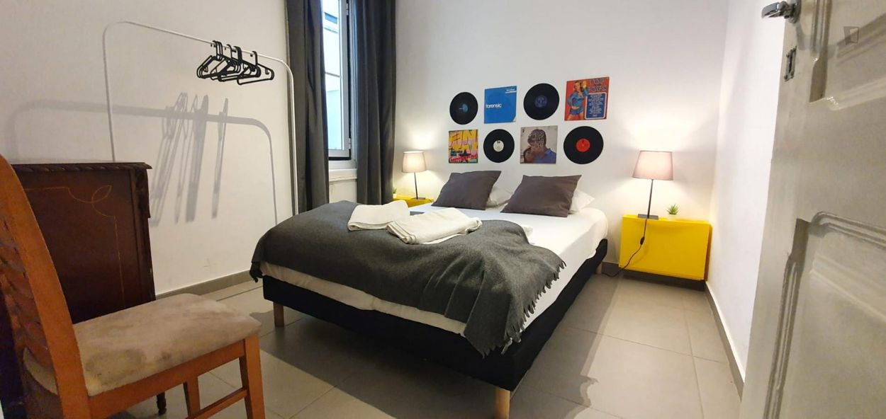 Cosy double bedroom in a 4-bedroom apartment, next to Instituto Superior Técnico