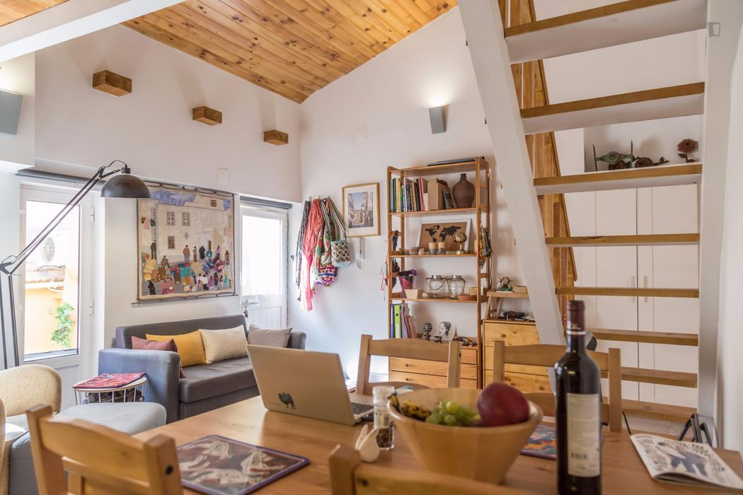 Neat studio close to Cais do Sodré metro station