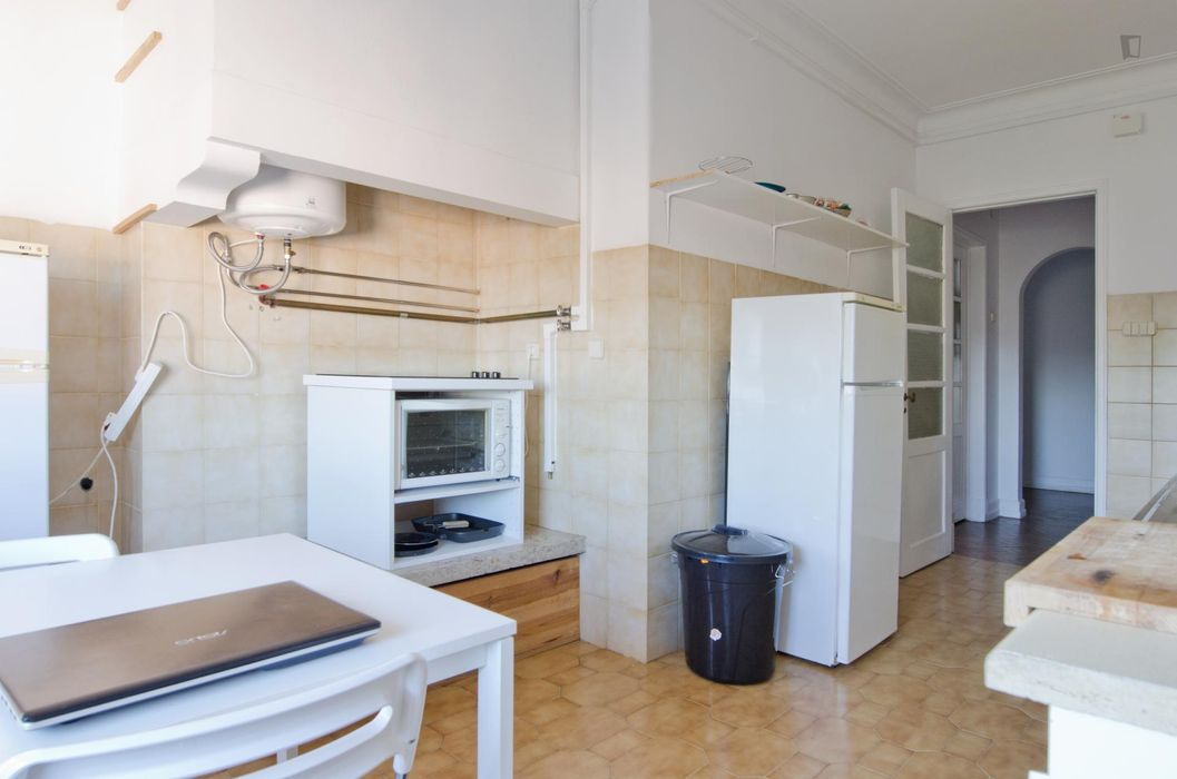Great looking double bedroom close to Instituto Superior Técnico